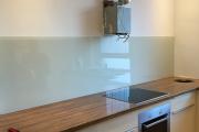 Glasbau_Spritzschutz_in_Küche_aus_ Milchglas